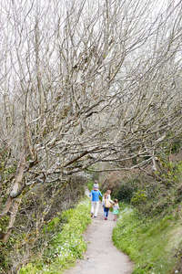 Carbis_Bay_spring_family_walk