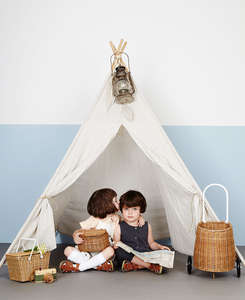 kiss_in_a_teepee