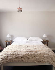 minimal_bedroom-chunky_knit_throw